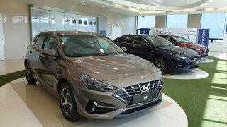 Modernizovaný Hyundai i30 mění design směrem k Asii. Čechy potěší atmosférická patnáctistovka