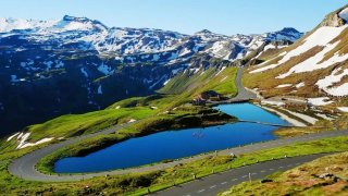 Tunelem, nebo přes alpské pasy - za obojí se často platí. Podívejte se na ceny pro letošní sezónu