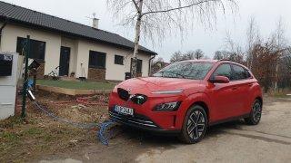 Test modernizovaného Hyundaie Kona Electric: Ujeli jsme v zimě 425 km na jedno nabití. A topili si