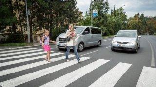 Boříme mýty na silnicích: Absolutní přednost chodců je nesmysl, který už stál spoustu životů