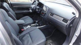 Mitsubishi Outlander interier 3