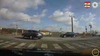 Řidič kvůli své neschopnosti zbrzdil policisty při honičce za pachatelem. Udělal všechno špatně