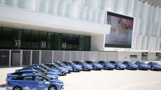 Šest stovek vodíkových taxíků pro Paříž