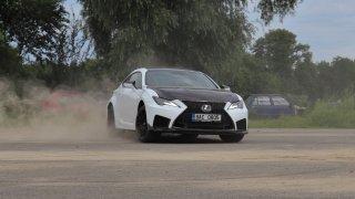 Test Lexusu RC-F Track Edition: Mokrý petrolheadův sen se zhmotnil. Užije si s ním málokdo