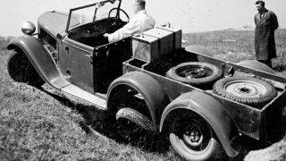 Každá z dvojice poháněných zadních náprav vozidla