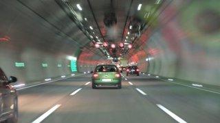 Umíte správně jezdit vtunelu?