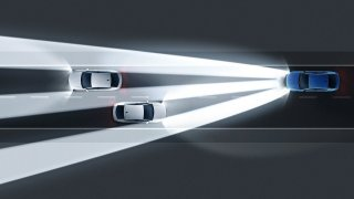 Pouze denní svícení dělá v mlze ze zadní části auta neviditelného ducha. Automatika nefunguje
