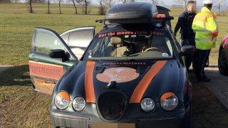 Německá policie tvrdě zakročila proti domnělému nelegálnímu závodu. Žádný se ale nekonal