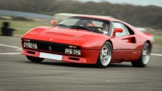 Nejen Lamborghini nebo Porsche: Brutální výkon a jistý podvozek umí nabídnout i levnější automobily