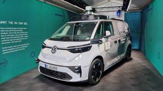 V autech bez řidiče budeme běžně jezdit do deseti let, věří šéf Volkswagenu. Už se testují