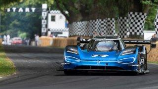 Padly dva rekordy pro elektromobily: V rychlosti a dojezdu. Byli u toho i Češi