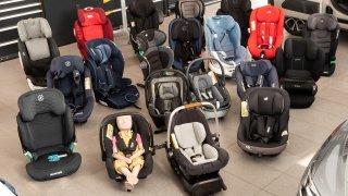 Nové testy 22 dětských sedaček. Hodnotila se odolnost proti nárazu i obsah rakovinotvorných látek