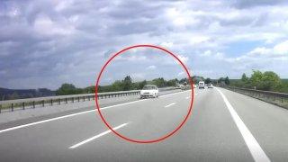 Důchodkyně za volantem omylem vyjela na dálnici. Nechtělo se jí k dalšímu sjezdu, tak to otočila