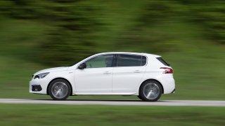 Peugeot 308 nový vs ojetý: Za cenu základní verze si z druhé ruky užijete silný motor i automat