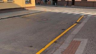 žlutá čára