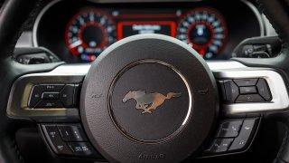 Ford Mustang interiér 27