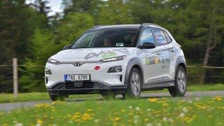 Elektromobil může ujet více než 500 km na jedno nabití. Zvládli jsme to i při rallye