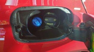 Majitelé naftových aut skupují AdBlue ve velkém. Ministerstvo si chce udělat zásoby