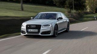 Luxusní křižník i nenápadný trhač asfaltu. Připomeňte si odcházející Audi A8