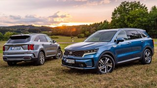 Na český trh přijela nová Kia Sorento. Je o něco větší, ale také dražší a žravější než Škoda Kodiaq