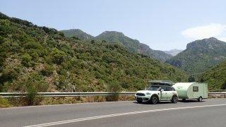 Balkánská jízda přijíždí do drsných hor po