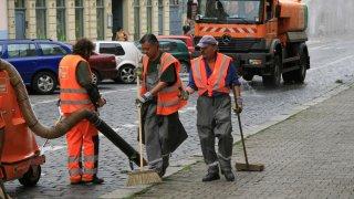 V Česku odstartuje velká očista ulic. Kvůli koronaviru se nebude odtahovat ani pokutovat
