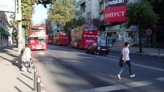 Jako v Londýně i tady jezdí dvoupatrový autobusy