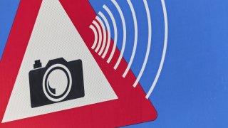 Na dálnici se testuje radar, který ukáže i značku hříšníka