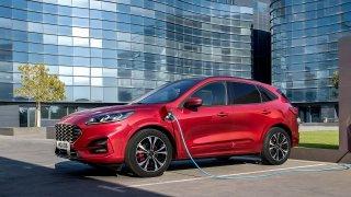 Ford přiznává velké problémy s částečně elektrickou kugou. I v Česku nabízí zákazníkům kompenzace