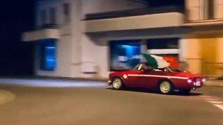 Divoká oslava driftem: Po vítězství na Euru se v Italech prolnula vášeň k fotbalu i ke krásným autům
