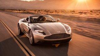 Nádherný roadster Aston Martin DB11 Volante. 1