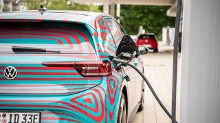 Volkswagen slíbil osmiletou záruku na baterie do svých nových elektromobilů řady ID