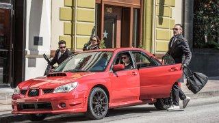 Červené Subaru z Baby Drivera je na prodej. Cena rychle roste