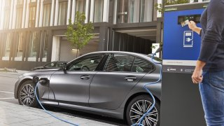 Plug-in hybridy to mají v EU nahnuté. Šéfové automobilek se bouří, zbytečně do nich investovali