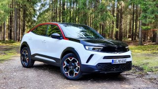 Nový Opel Mokka jezdí skvěle. Kdo přijde na to, jak se otevírá kufr, vyhraje bludišťáka