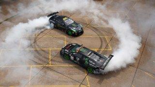 Epický souboj drifterských legend. Král v Lamborghini proti šílenci v Nissanu GT-R