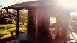 Malé, ale čisté sociální zařízení