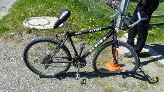 Nehody cyklisty a auta generují i miliónové škody, byť to není zjevné. Někdy je lepší volat policii