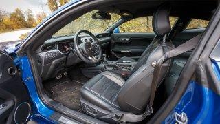 Ford Mustang interiér 13