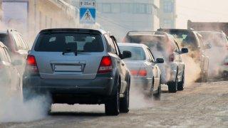Praha jde do boje proti dieselům. Bude měřit emise v ulicích