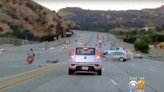 Motorkář kopl do auta a na dálnici vypuklo peklo