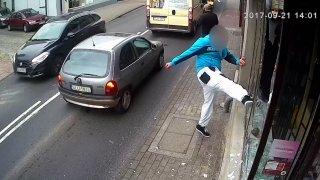 Karma! Drzého polského chuligána srazilo auto