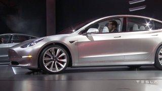 Tesla Model 3 - Obrázek 1