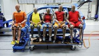 Tlustí a velcí lidé jsou v autech extrémně ohroženi. Ani vyspělé zádržné systémy si s nimi neví rady