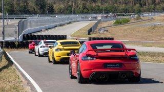 Porsche má plán na záchranu před vynucenou elektromobilitou. Staví továrnu na syntetické palivo