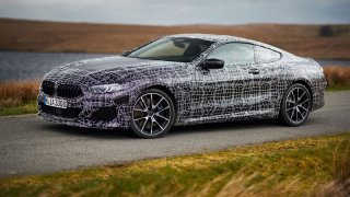 BMW řady 8 Coupé testuje ve Walesu