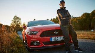 Téměř stoletý Švéd si koupil Mustanga 3