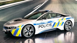 Policisté dostali druhé BMWi8. První cestu nedojelo