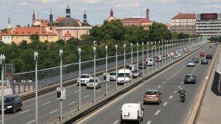 Praha už připravuje mýto za vjezd do centra. Nejvíce budou platit starší vozy a velká těžká SUV