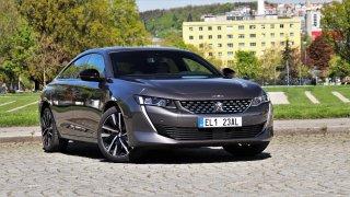 """Test Peugeotu 508 Hybrid: Superbe boj se! Tohle je """"Barbie Ken"""" mezi manažerskými vozy střední třídy"""